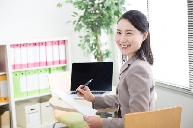 保育士から一般事務へ転職するメリット・デメリットと注意点